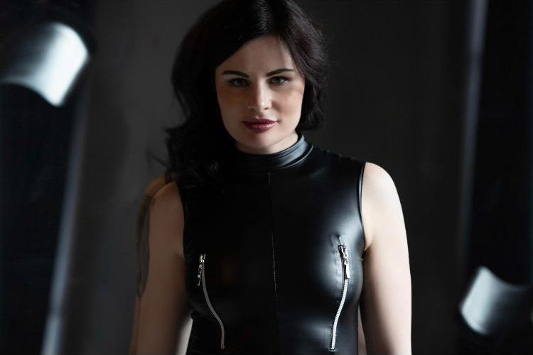 Domina Index - Lady Alena - Junge naturdominante Lady